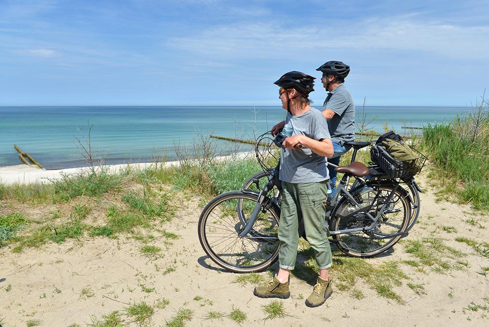 Radfahrer an der Ostsee